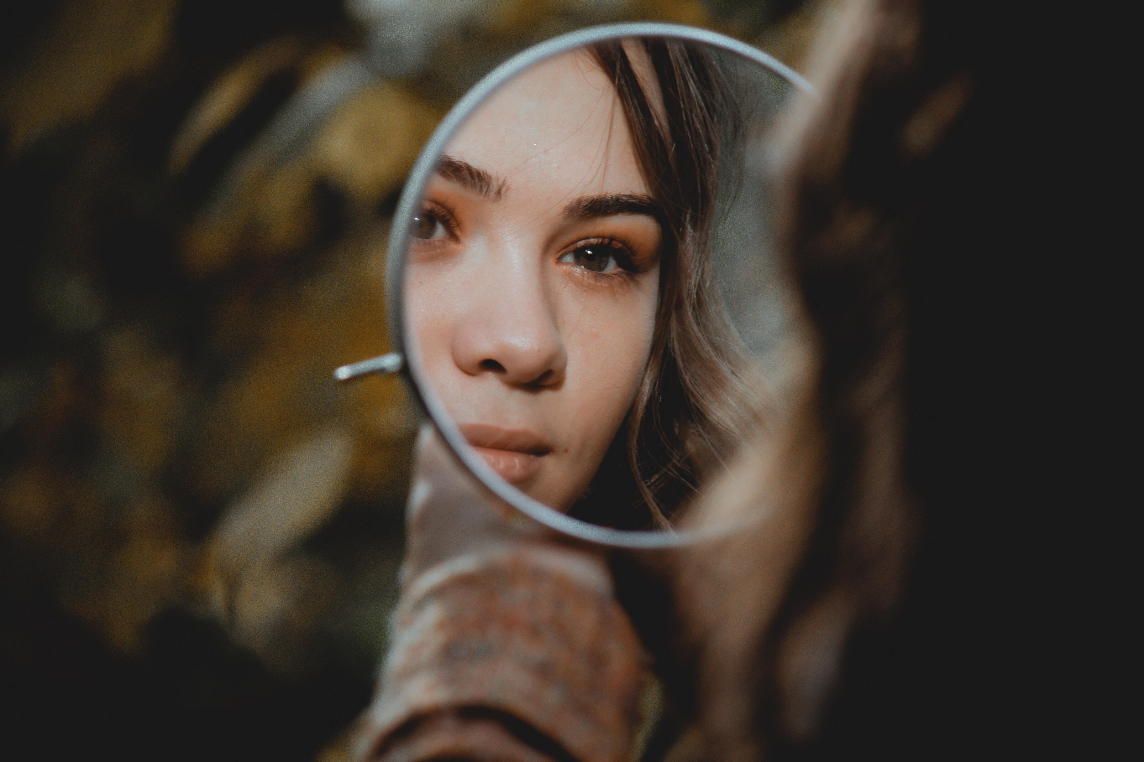 Учёные выяснили, почему людям не нравится собственная внешность