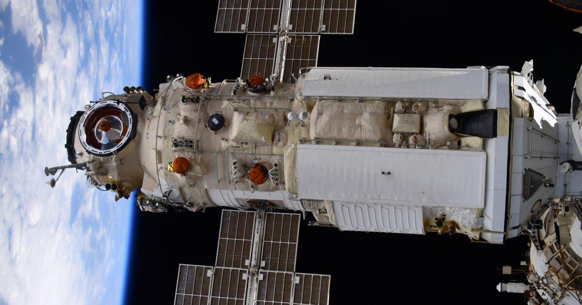 Российские космонавты не смогли подключить сетевой кабель к новому модулю МКС