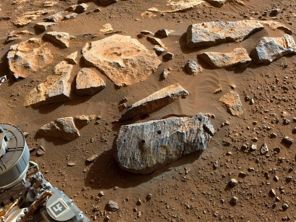 Камни с Марса укрепили гипотезу о наличии там жизни