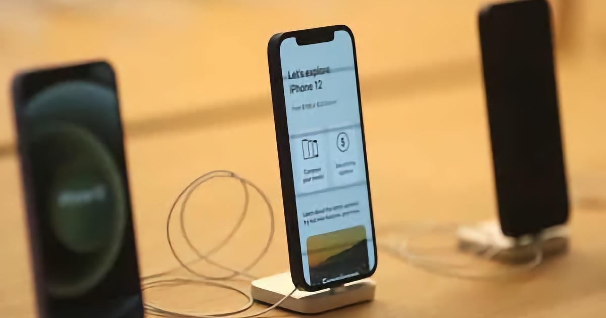 Первым покупателям iPhone 13 предложили зарядное устройство в подарок