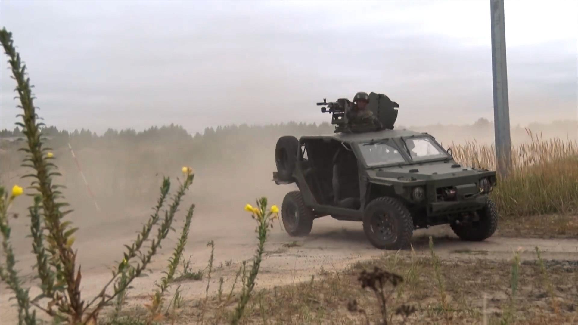 Стрельбу и захват населённого пункта на российских «пляжных внедорожниках» показали на видео