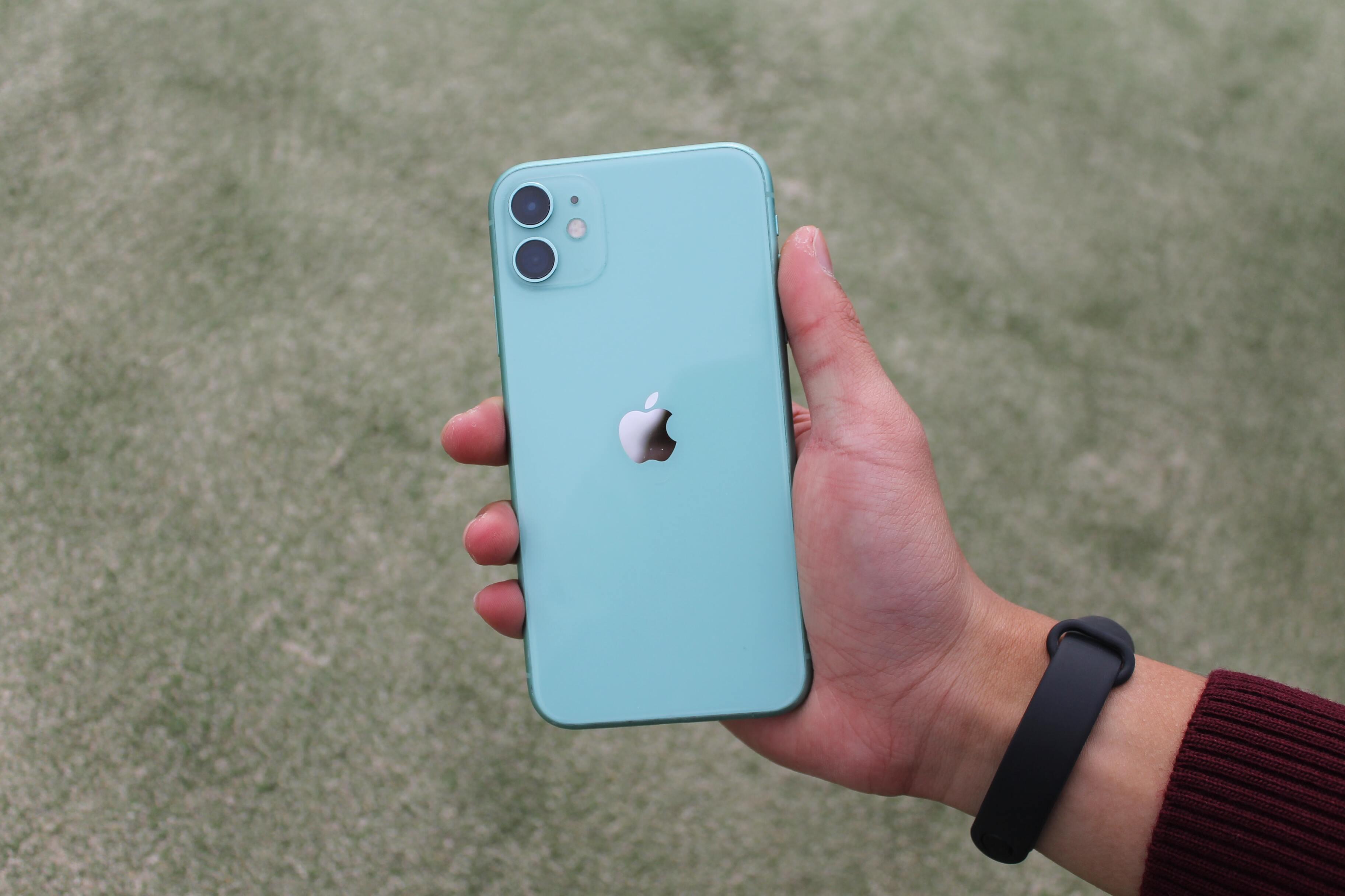 Названы цены старых iPhone на «Авито»