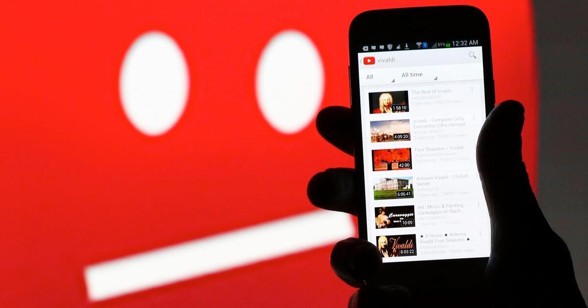 Россия потребовала от Youtube удалить три видео со списком кандидатов «Умного голосования»