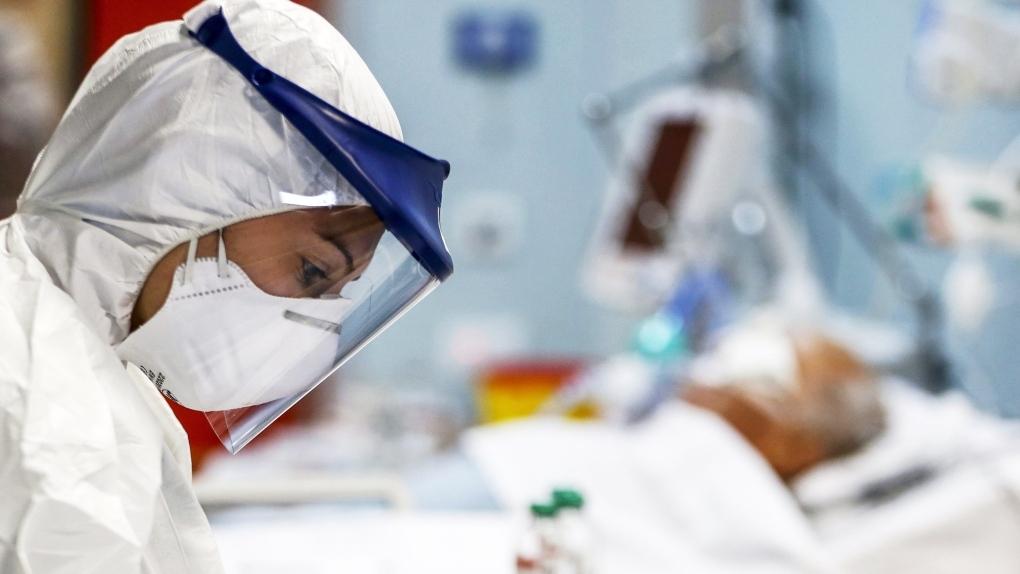 Российский врач объяснил причину вспышки заболеваемости COVID-19 осенью