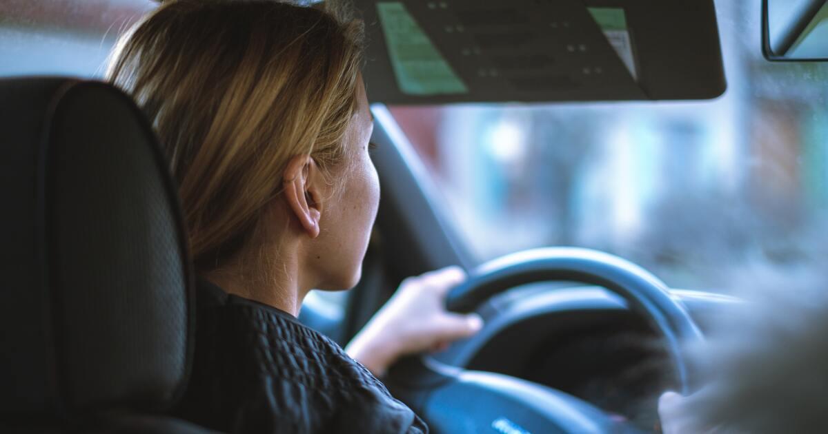 Учёные определили наиболее опасную музыку для прослушивания за рулём