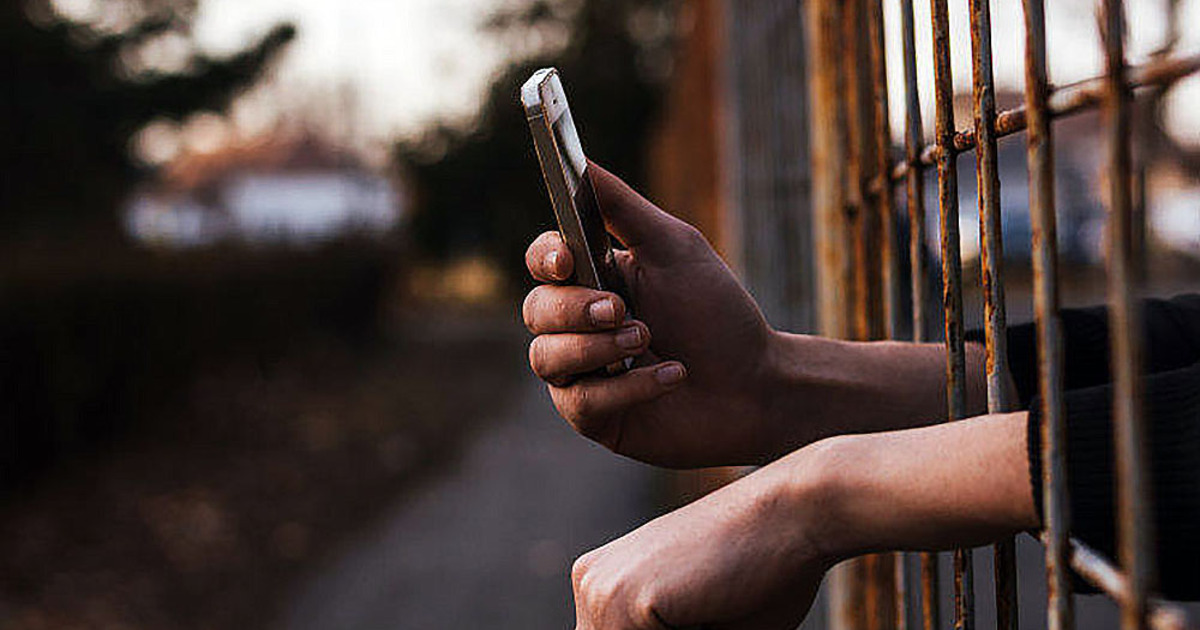 Россия отключит мобильную связь заключённым в тюрьмах и следственных изоляторах