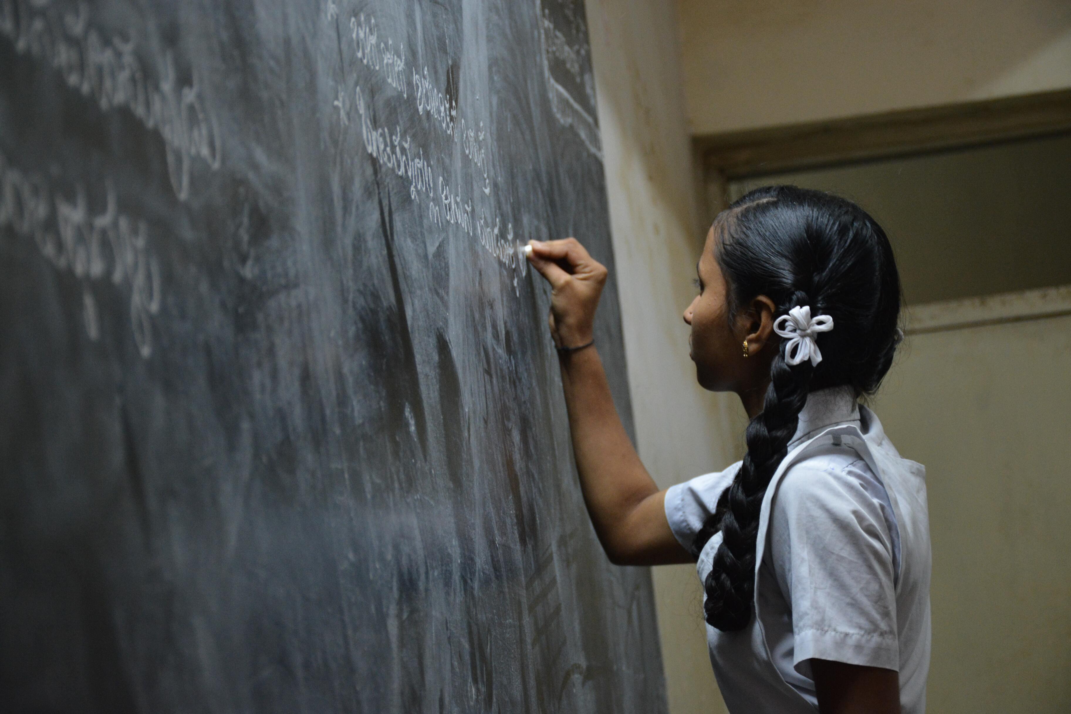 В индийском штате отключили интернет, чтобы люди не списывали на экзамене