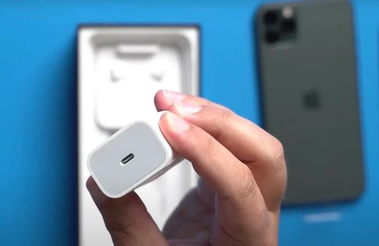 В коробку с iPhone 13 в Бразилии могут вернуть зарядное устройство