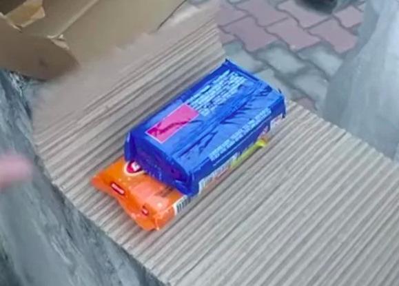 Интернет-магазин доставил куски мыла вместо iPhone 12