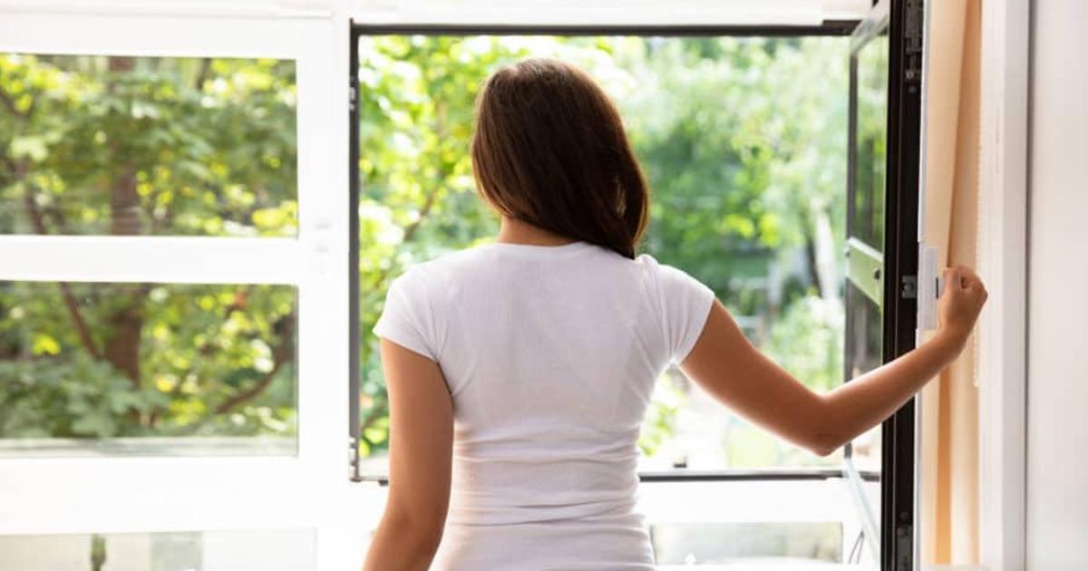 Эколог объяснил, как без вреда для здоровья проветривать помещения с пластиковыми окнами