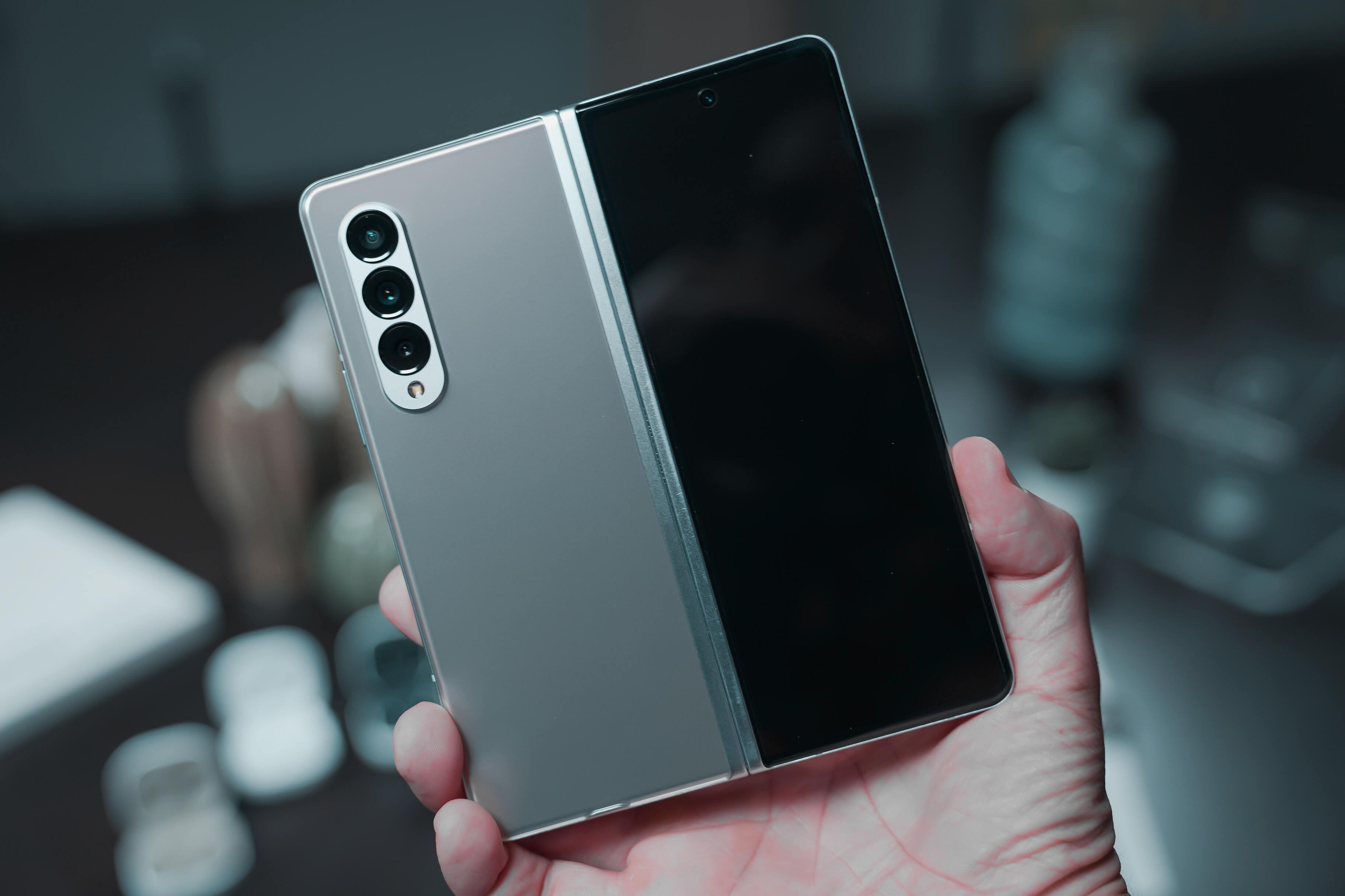 Продажи складных смартфонов Samsung оказались под угрозой