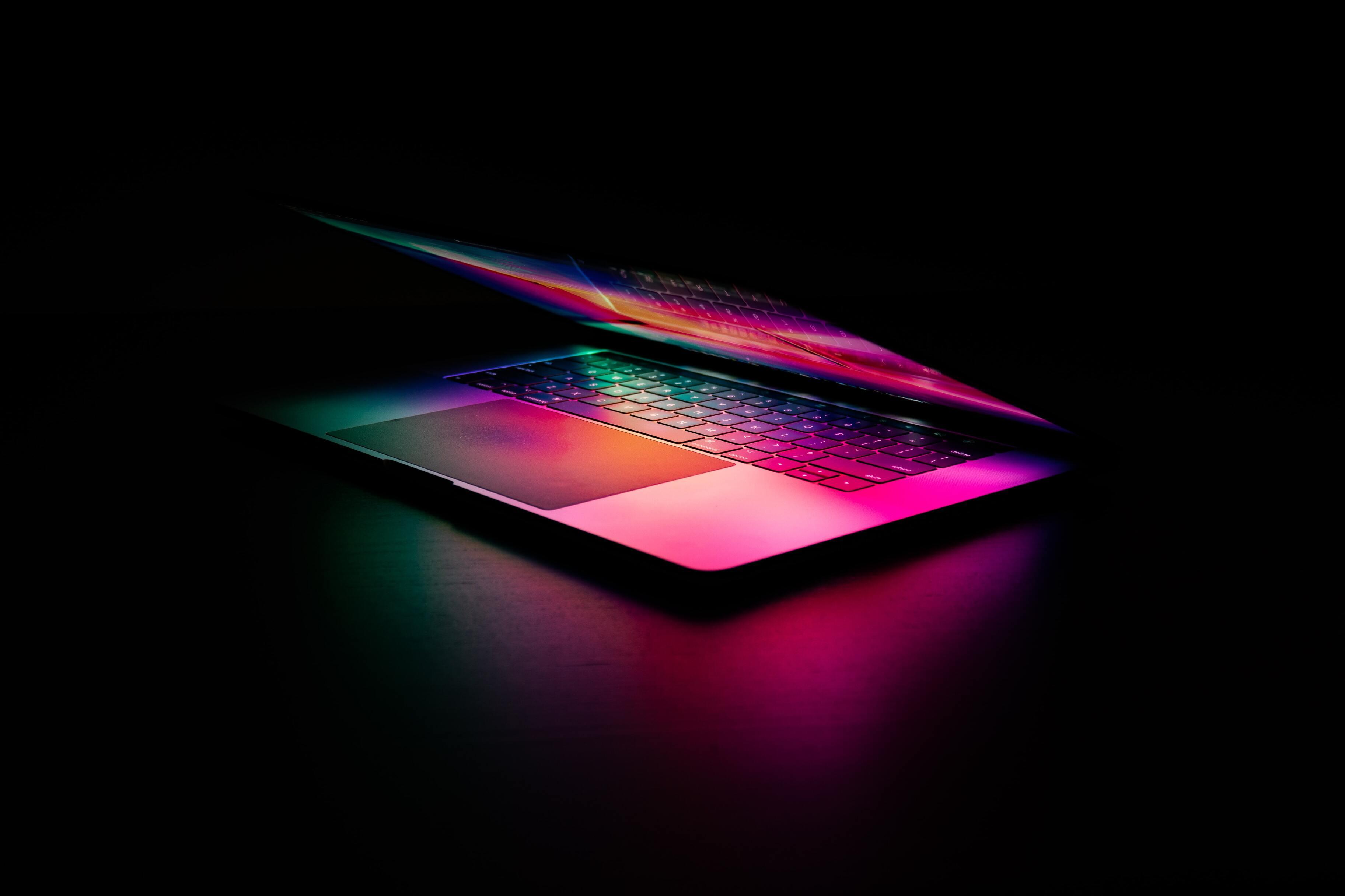 В сеть слили фото предполагаемого MacBook Pro с чёлкой