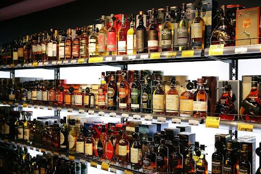 Алкогольные магазины Москвы на время нерабочей недели из-за COVID-19 закроют