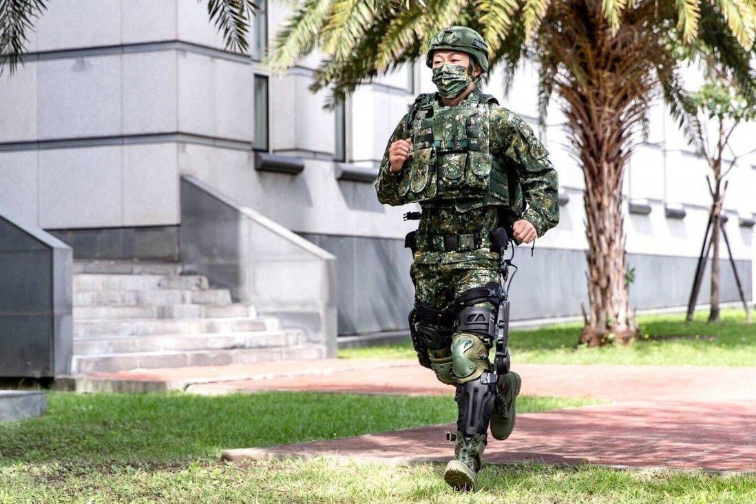 Тайвань представил боевые экзоскелеты
