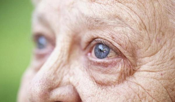 Эксперты предупредили о связи между проблемами со зрением и старческим слабоумием