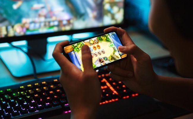Учёные назвали опасность игры на смартфоне от скуки