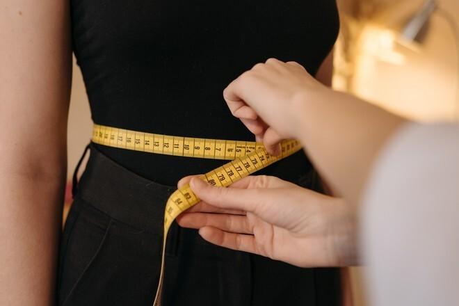 Названы привычки, которые помогают похудеть без диет и спорта