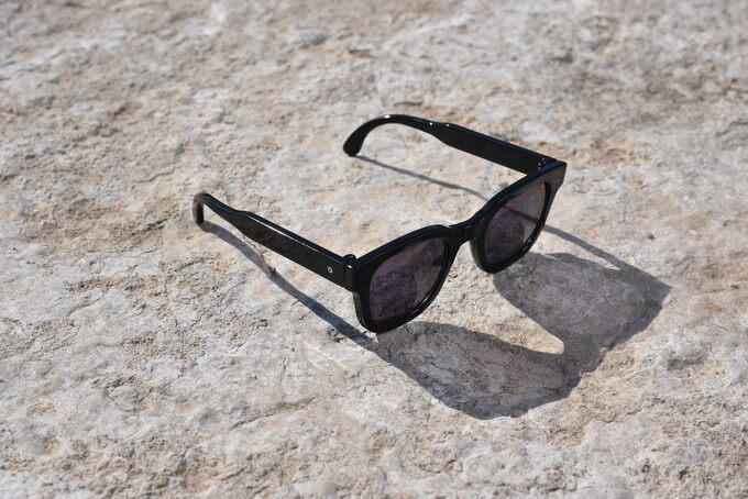 Новые солнцезащитные очки превращаются в обычные одним движением