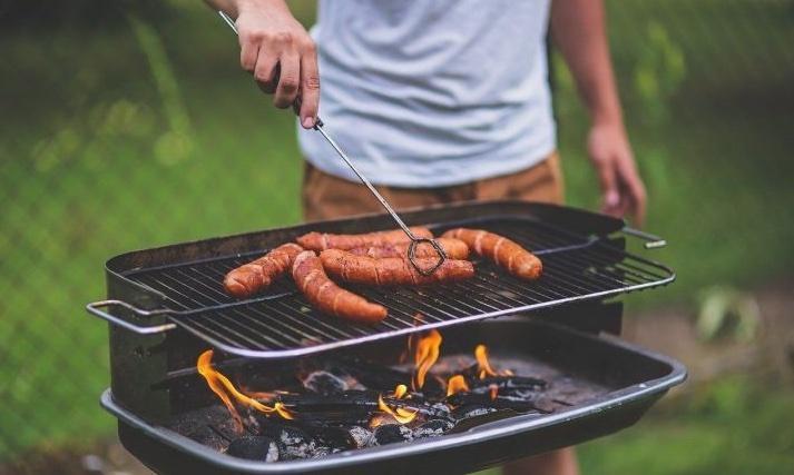 Врач сравнил смертельную опасность колбасы с сигаретами