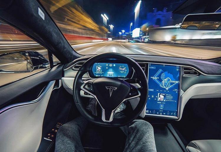 Илон Маск начал продавать автопилот по подписке