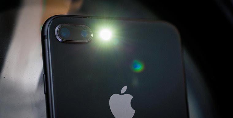 Женщина обнаружила у сына рак с помощью вспышки на iPhone