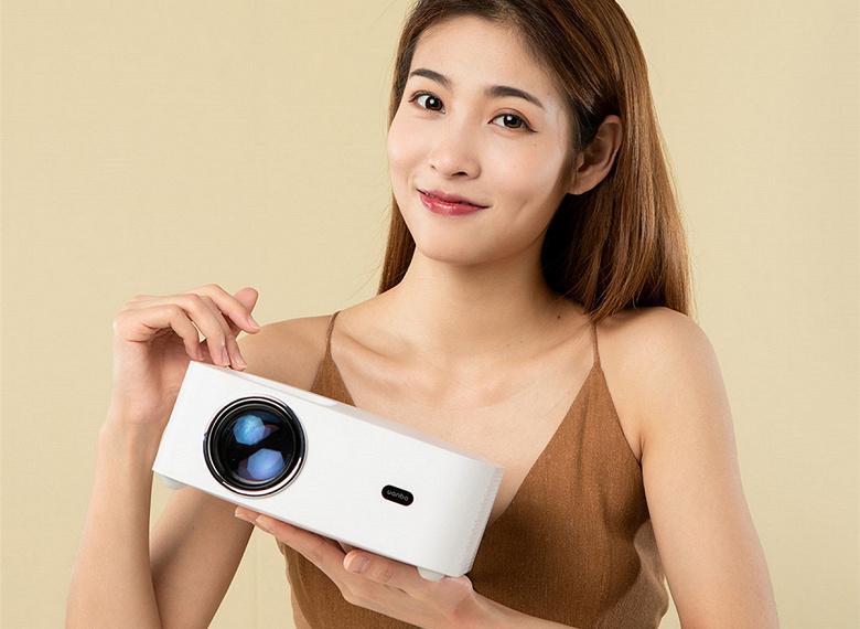 В продажу поступила международная версия проектора Xiaomi за 7500 рублей