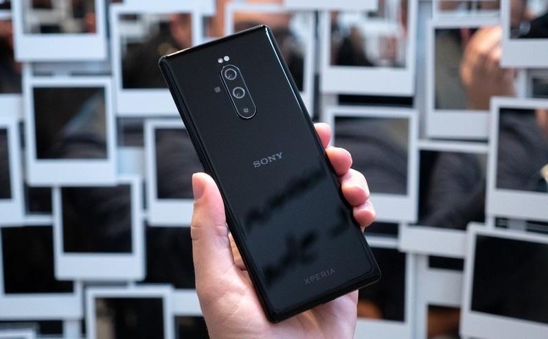 Смартфонный бизнес Sony принёс прибыль впервые за 4 года