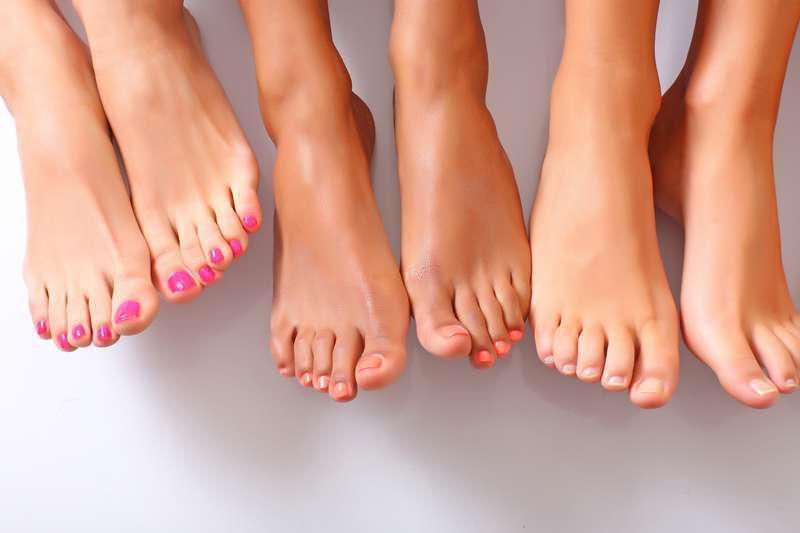 Назван способ выявить опасный уровень холестерина по пальцам ног