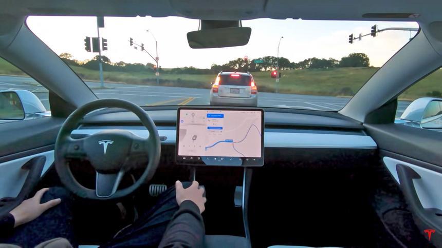 Автопилот Tesla мог стать причиной сразу двух аварий за неделю