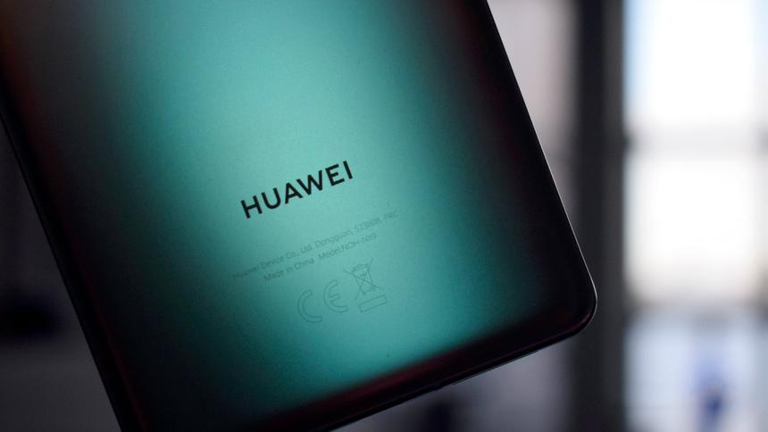 Huawei перестанет класть зарядник в комплект с новыми смартфонами