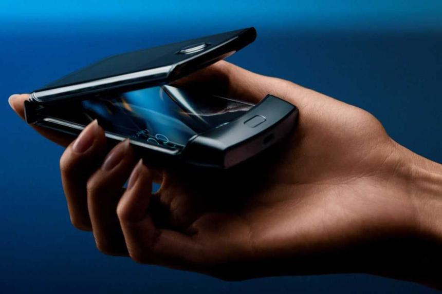 Складной смартфон Moto Razr превзошёл Samsung Galaxy Flip по продажам в России