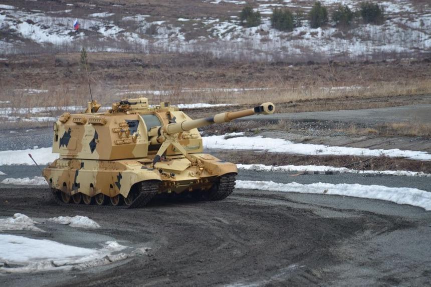 Показана совместная работа российской гаубицы и разведывательного беспилотника