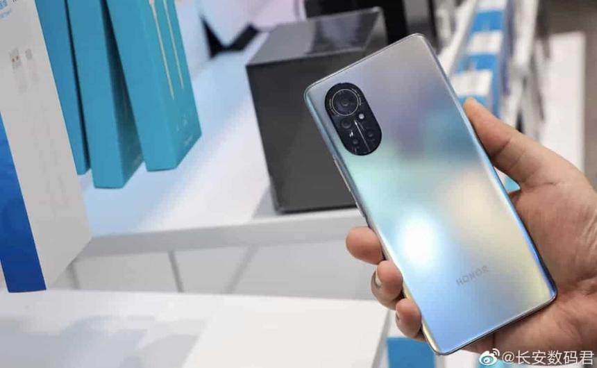 Раскрыты характеристики нового флагманского смартфона Honor
