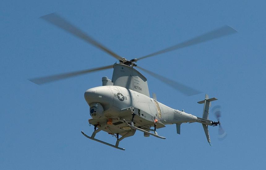 Американский беспилотник врезался в борт военного корабля