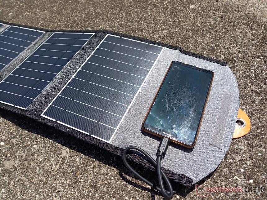 Показано, как долго заряжается смартфон с помощью солнечной батареи