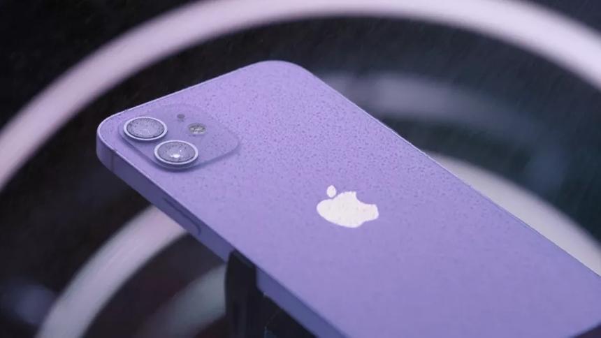 В США около 19 тысяч бортпроводников получат iPhone 12 для рабочих нужд