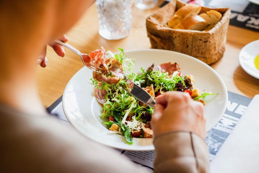 Врач оценил популярные в интернете диеты