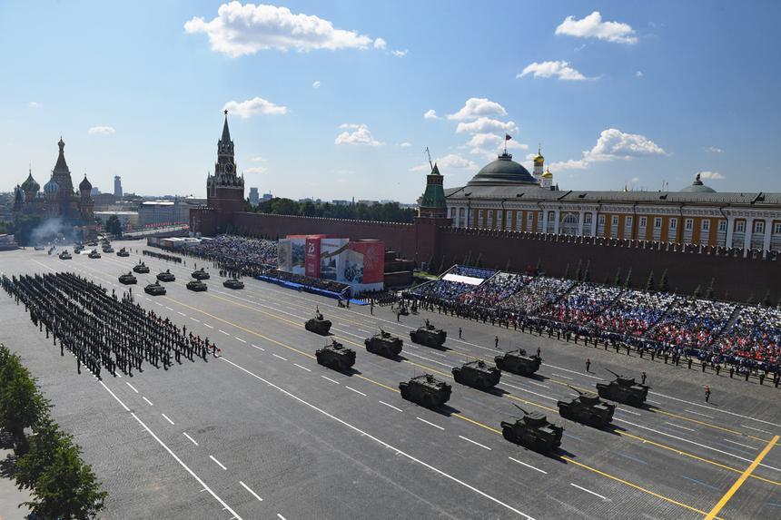 Цифра дня: Сколько военной техники участвовало в параде Победы?