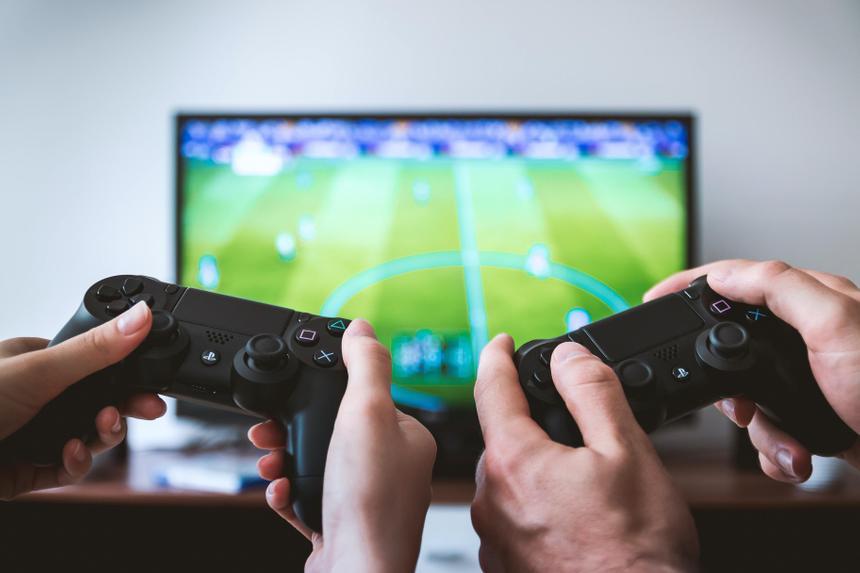 Треть выручки Electronic Arts составляют платные предметы из FIFA и NHL