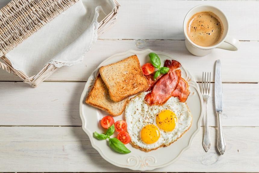 Спортивный тренер развеяла миф о важности завтрака и похудении