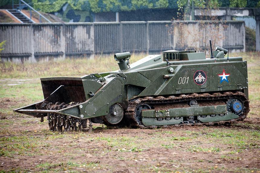 Шесть стран захотели купить российских военных роботов