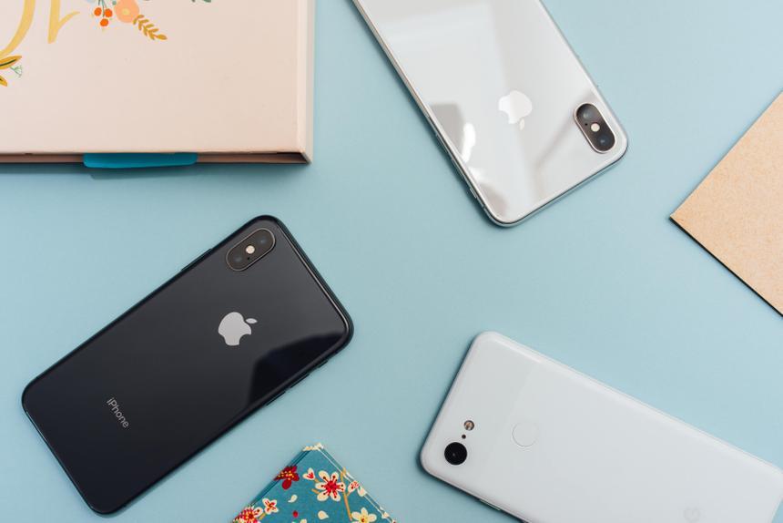 Назван смартфон, который меньше всего теряет в цене в России