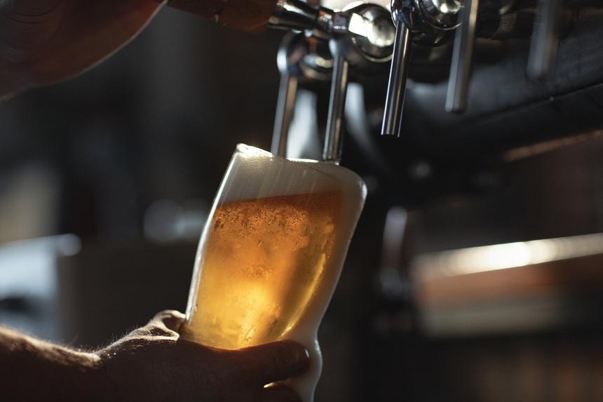 Алкоголь оказался одной из причин болезни суставов