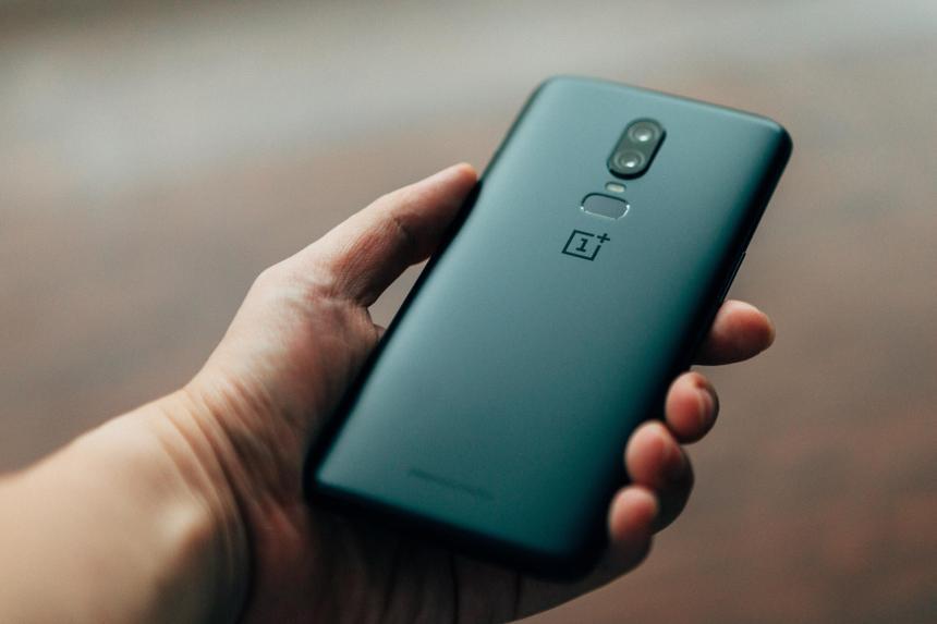 Стало известно о поглощении одного производителя смартфонов другим