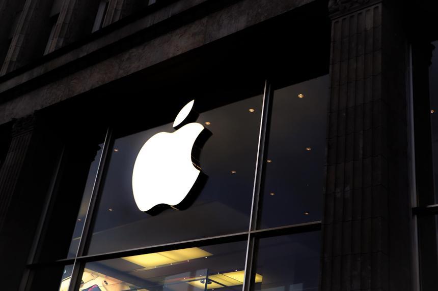 Apple наденет на сотрудников камеры для слежки