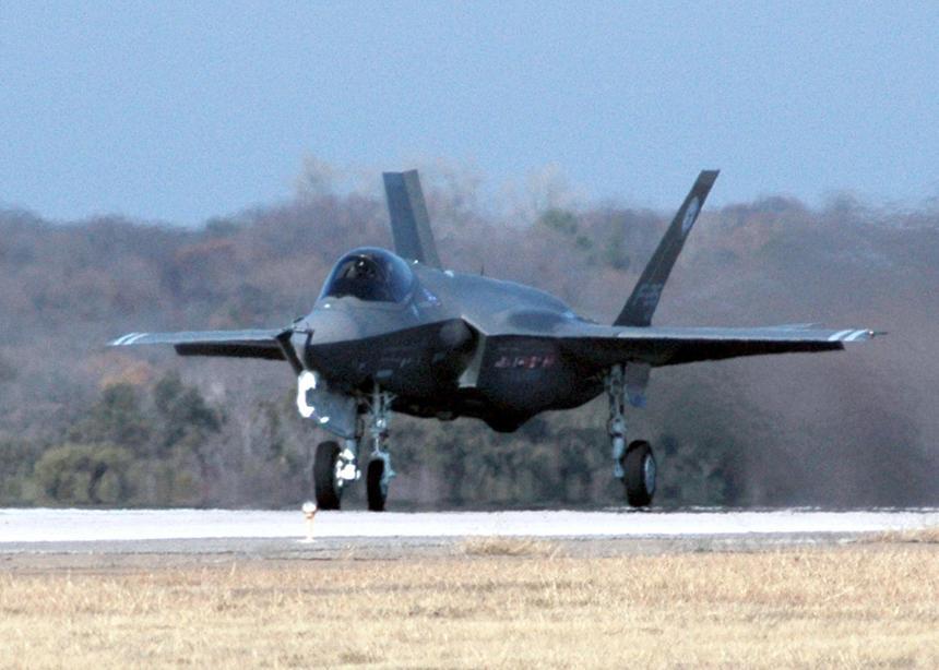 В двигателях американских истребителей F-35 нашли неполадки