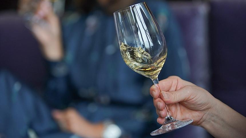 Даже умеренное употребление алкоголя связали с риском развития рака